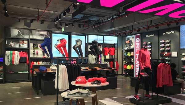 Descente Store 2