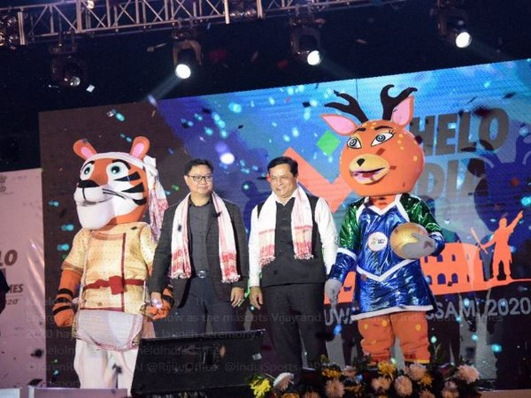 Chief Minister of Assam, Sarbananda Sonowal (right) and Union Minister for Youth Affairs and Sports Kiren Rijiju (Photo/ Khelo India Twitter)
