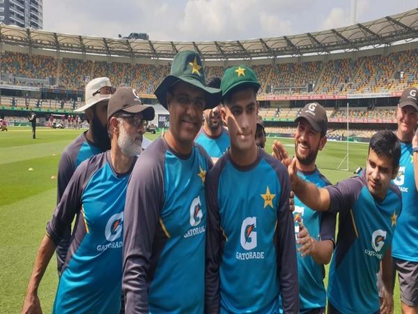 Naseem Shah with Waqar Younis (Photo/ Pakistan Cricket Twitter)