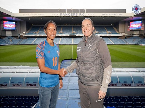 Bala Devi with Amy McDonald. (Photo/Rangers Women Twitter)