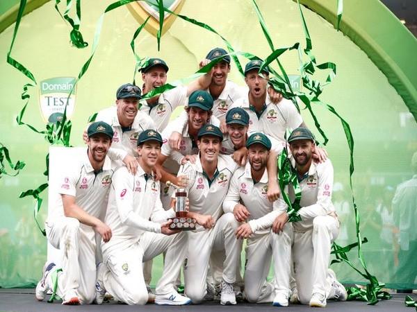 Australian team with the winning trophy. (Photo/ICC Twitter)
