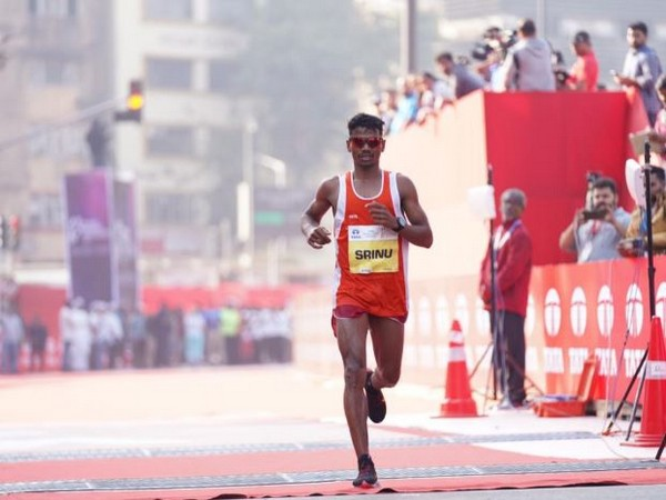 Srinu Bugatha (Photo/ Tata Mumbai Marathon Twitter)