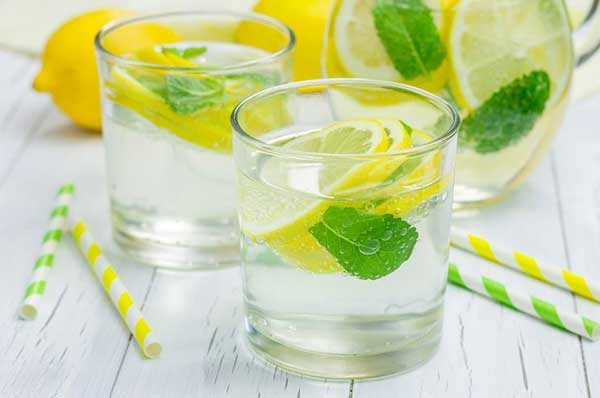Mint and lemon detox drink